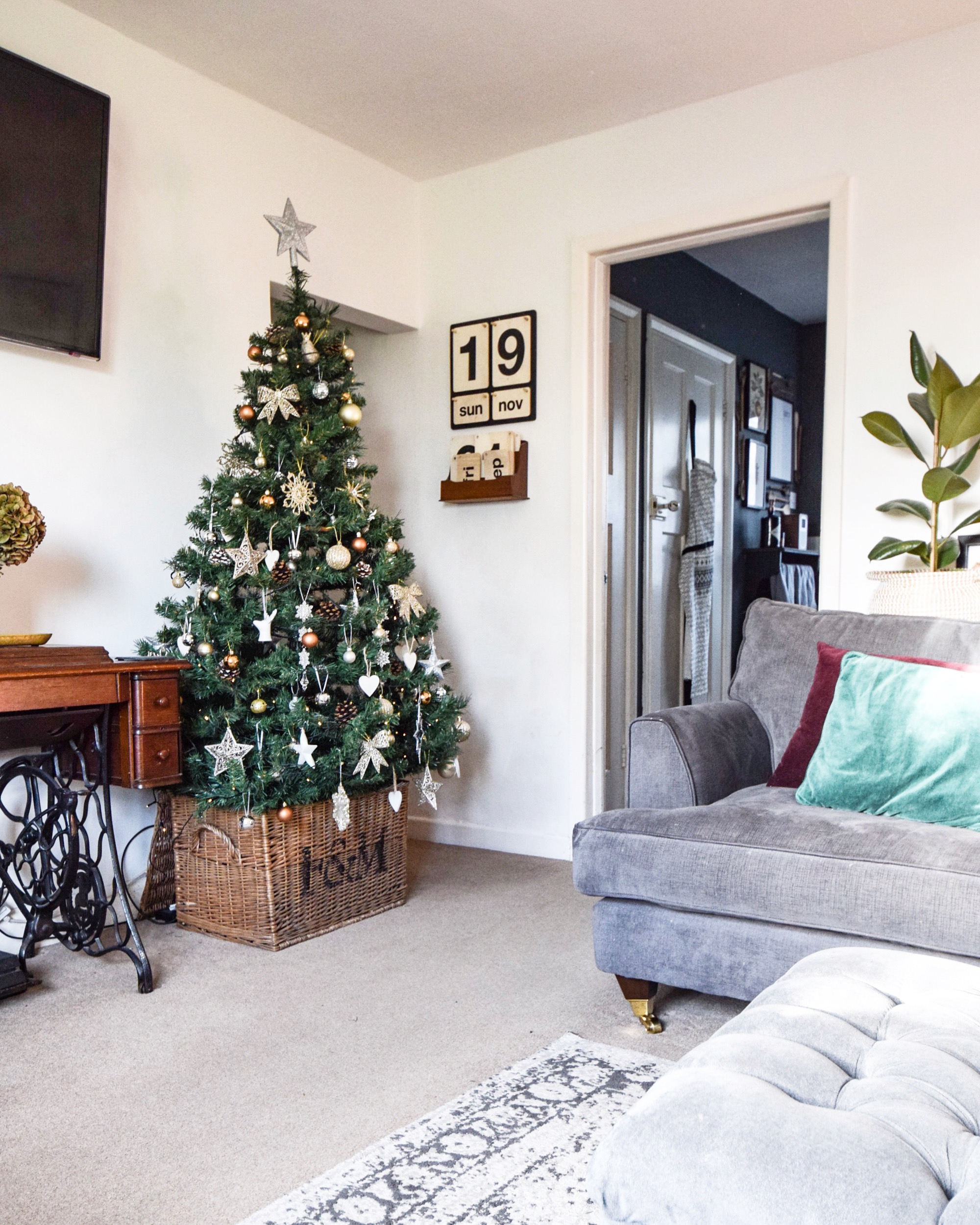 wayfair have so many christmas trees to chose from different heights different colours ones with lights ones with snow the choice really is yours - Wayfair Christmas Decorations