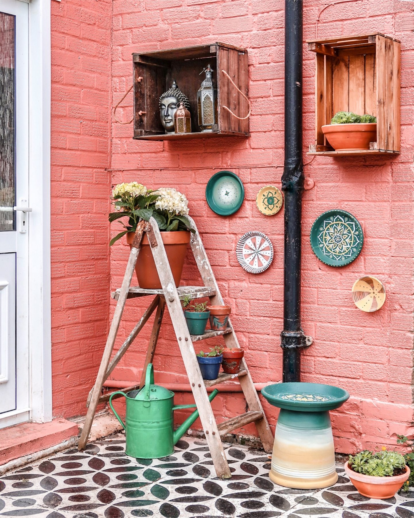 DIY wall plates for your garden…
